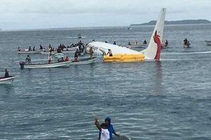 Hú vía máy bay chở 47 người 'lỡ hạ cánh' trên mặt biển