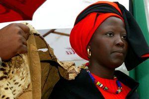 Nữ hoàng bộ lạc đầu tiên ở Nam Phi
