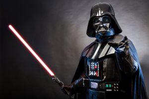Người hâm mộ 'Star Wars' mặt đối mặt với nhân vật Darth Vader