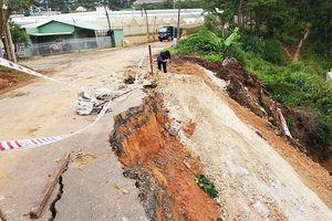 Đà Lạt: Sạt lở nghiêm trọng đường vào các khu du lịch nổi tiếng
