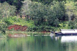 Tháo dỡ kè bê tông chắn ngang mặt hồ di tích quốc gia