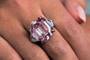 Đấu giá viên kim cương hồng quý hiếm 19 cara, dự kiến thu 1,2 nghìn tỷ đồng