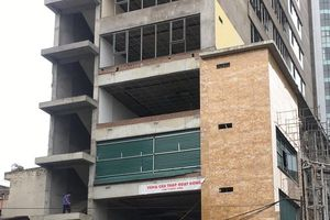 Công bố nguyên nhân thanh sắt rơi tại công trình xây dựng làm 2 người thương vong