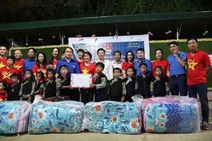 Thanh niên tình nguyện vì trẻ em vùng cao