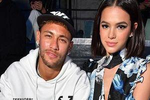 Neymar đưa bạn gái xinh đẹp đi xem thời trang
