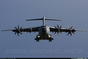 Pháp sử dụng siêu máy bay vận tải quân sự Airbus A400M trong chiến dịch chống khủng bố