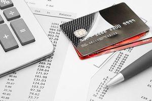 Chủ thẻ ngân hàng thường phải chịu 2 loại phí cố định