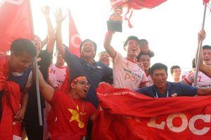 Tiến Dũng cùng đồng đội đổi tên CLB sau chức vô địch giải hạng Nhất