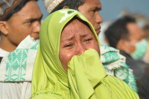 Cận cảnh đổ nát, tang thương sau động đất, sóng thần ở Indonesia