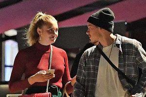 Brooklyn Beckham thân mật bên cô gái lạ, nghi là tình mới