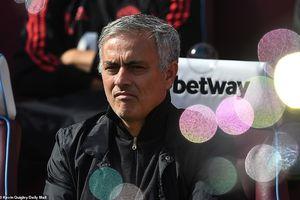 MU thua West Ham 1-3: Sau lưng Mourinho là vực thẳm