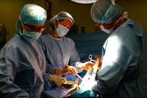 Từ chối phẫu thuật vì theo giáo phái 'không được truyền máu'