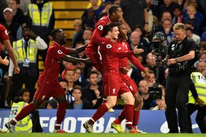 Sturridge lập siêu phẩm, Liverpool thoát thua trước Chelsea
