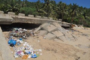 Quảng Ngãi: Kè chống sạt lở 15 tỷ vừa hoàn thành đã 'vỡ tan'