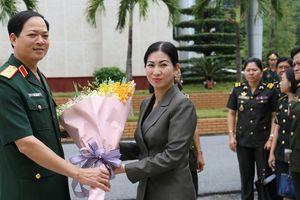 Đoàn cán bộ quân sự cấp cao Bộ Quốc phòng Vương quốc Cam-pu-chia thăm và làm việc tại Quân khu 3