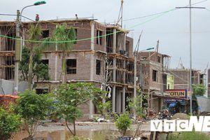 Hàng trăm ngôi nhà mọc trái phép trên đất quốc phòng như chốn vô pháp luật