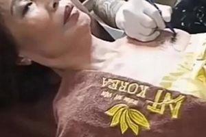 Cô dâu 62 tuổi xăm tên chồng lên ngực chứng tỏ tình yêu HOT nhất tuần
