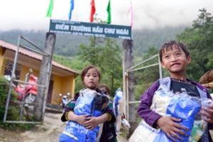 'Áo ấm cho em' đến với hai điểm trường ở Lào Cai