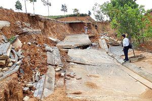 Đường ở Khu kinh tế cửa khẩu quốc tế Bờ Y tan nát vì… mưa?