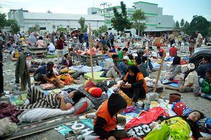 Indonesia tang thương vì động đất, sóng thần