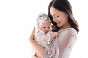 Giảm 10kg sau khi sinh, Lan Phương tự tin chụp ảnh cùng con gái
