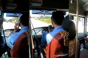 Thót tim cảnh lái xe buýt bằng chân, tay cầm điện thoại chửi tục tĩu