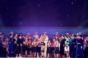 Gần 33 ngàn người xúc động xem hóa thân hình tượng Bác Hồ thăm Yên Bái