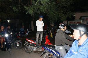 hơn 12 giờ dõi theo 100 cảnh sát vây bắt kẻ ôm vũ khí