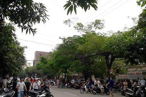 Hàng chục cảnh sát hình sự vây ráp đối tượng nghi có vũ khí nóng cố thủ
