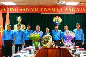 Trao quyết định hưởng chế độ hưu trí và cảm ơn các Phó Chủ tịch Tổng LĐLĐVN khóa XI