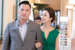 Hoa hậu Jennifer Phạm tình tứ khoác tay chồng doanh nhân đi sự kiện