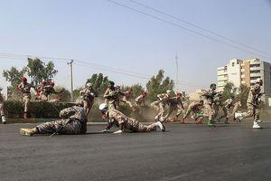 Iran phóng tên lửa diệt khủng bố, đáp trả vụ xả súng lễ diễu binh