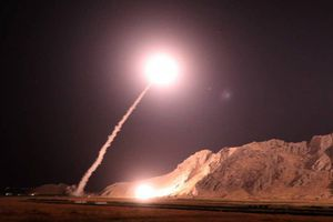 Iran nã tên lửa vào sào huyệt 'kẻ chủ mưu' vụ khủng bố cuộc diễu binh Ahvaz
