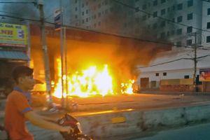 Cháy cây xăng ở Sài Gòn, nhiều người hoảng loạn tháo chạy