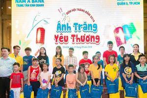 Nam A Bank mang 'Ánh trăng yêu thương' đến trẻ em