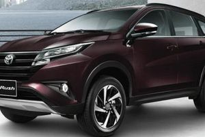 Ô tô 7 chỗ Toyota Rush giá niêm yết 600 triệu 'về tay' gần 900 triệu, dân Việt choáng váng