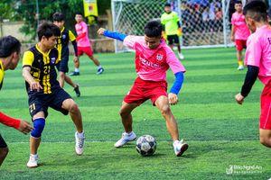 Sôi nổi Giải bóng đá HSC tranh Cup Đồng hồ Chữ Tín lần thứ 3