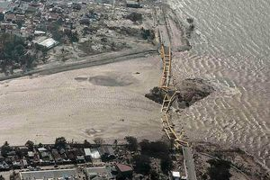 Cảnh tượng kinh hoàng mặt đất 'hóa lỏng' trong trận động đất-sóng thần ở Indonesia