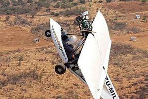 Clip: Máy bay vướng vào cáp trượt zip-line ở Nam Phi