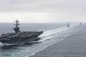 Tàu sân bay Mỹ bị 'biệt đội' xuồng cao tốc Iran truy đuổi