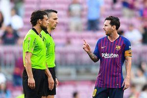 Messi đã dằn mặt trọng tài trên sân như thế nào?