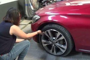 Mua Mercedes được 4 tháng bị nổ lốp, khách hàng phản ánh đại lý bảo... 'bắt đền' công ty lốp