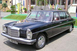 Trải nghiệm quá khứ ngọt ngào trên Mercedes-Benz Limousine 230E 1969