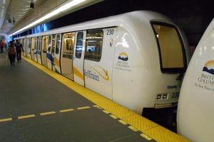 Tàu điện không người lái ở Vancouver