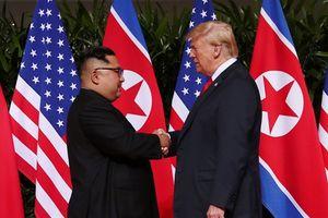 Nụ cười Triều Tiên và tai tiếng mới về người Mỹ