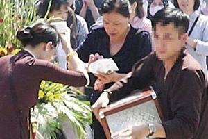 Sốt sắng giúp việc chùa, nam thanh niên ôm hòm công đức mất tích