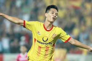 Học trò HLV Park Hang-seo nói gì về cơ hội trụ hạng cùng Nam Định?