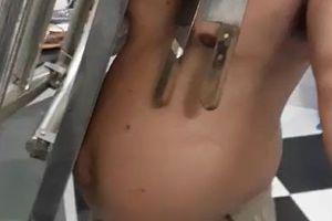 Người đàn ông có khả năng 'hút' bàn inox nặng 20 kg