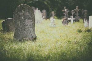 Chuyện lạ hôm nay: Cha đã chết 'sử dụng' điện thoại, con gái tá hỏa...