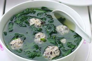 Món ngon mỗi ngày: Canh rau ngót nấu mọc thanh mát cho bữa trưa